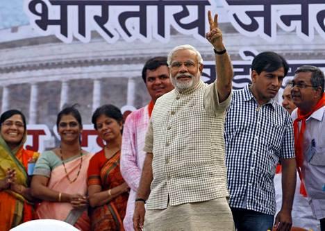 Narendra Modi ilmoitti perjantaina työskentelevänsä kaikkien intialaisten hyväksi, kun hänen oppositiopuolueensa saavutti voittoisan äänivyöryn.