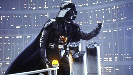 Darth Vaderin ikonisen puvun on pukenut Star Wars -seikkailuissa ylleen neljä eri näyttelijää. Legendaarisen matalan äänen hahmolle antoi näyttelijä James Earl Jones.