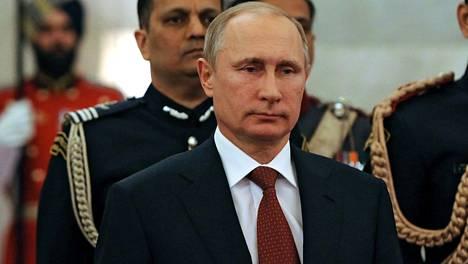 Euroopassa ollaan yhä huolestuneempia Vladimir Putinin ja Euroopan äärioikeiston läheisistä väleistä.
