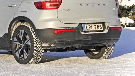 Vain yhden rengassarjan käyttö säästää esimerkiksi vannetuotannon materiaaleja sekä vähentää renkaidenvaihtotarvetta kustannuksineen. Recharge-renkaat tulevat vakiovarusteeksi kaikkiin Volvon täyssähköautoihin Suomen ohella mm. Baltiassa ja muissa Pohjoismaissa.