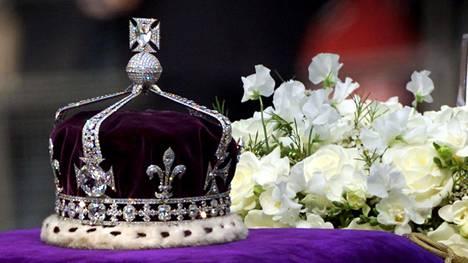 Kuuluisa Koh-i-Noor -timantti on vuodesta 1937 lähtien ollut kuningataräiti Elisabetille valmistetussa kruunussa.