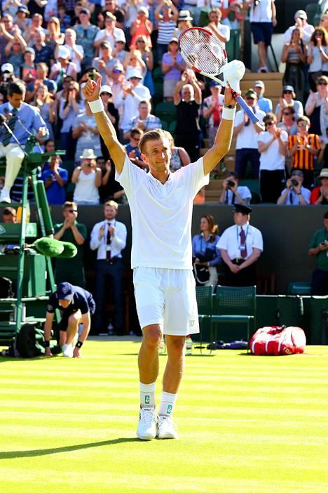 Jarkko Nieminen tuulettaa voittoa Australian Lleyton Hewittistä vuoden 2015 Wimbledonissa.