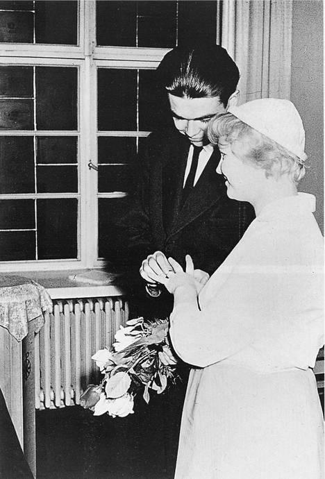 Pentti ja Tuula seurustelivat kahdeksan vuotta ennen kuin menivät naimisiin.