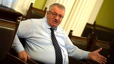 Äärikansallisen radikaalipuolueen puheenjohtaja Vojislav Seselj ei osoittanut katuvansa rikoksiaan, vaan päinvastoin sanoi olevansa ylpeä teoista, joista hänet tuomittiin.