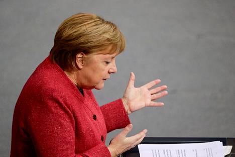 Saksan liittokansleri Angela Merkelin on kerrottu olevan raivoissaan, koska rokotteita on hankittu liian vähän ja liian myöhään.