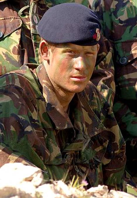 Monet ihmettelevät nyt, miten Harry ylipäätään voi luoda uraa armeijassa, jos hän ei voi johtaa joukkoja tositoimissa.