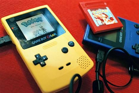 Pokémon ilmestyi alun perin Nintendon Game Boy -käsikonsolipelinä.