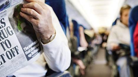 """Suomalaiset avautuvat lentokoneen paikanvaihtajista: """"Hän ei halua tuota gorillaa viereensä"""""""