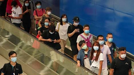 Kasvomaskien käyttö on Hongkongissa keskiviikosta lähtien pakollista.