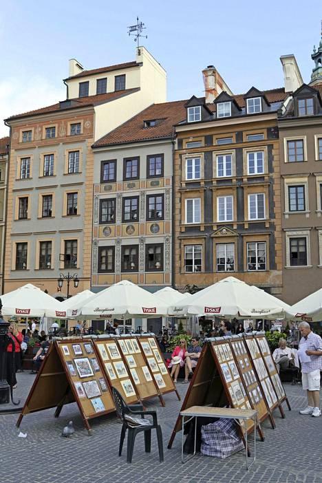 Vanhankaupunginaukiolla on ravintoloita sekä taidetta ja käsitöitä myyviä katukojuja.