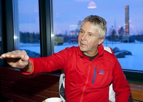 Matti Nykänen kertoi myös Ylen ohjelmassa kyynärpäänsä vammautumisesta kävellessään portaissa Kanariansaarilla.
