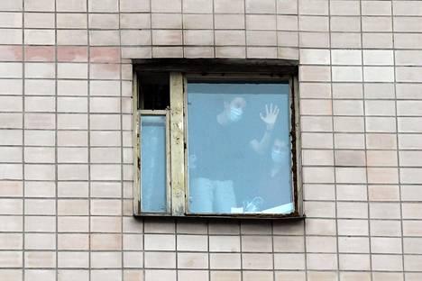 Pietarissa on todettu toistaiseksi kaksi koronavirukseen sairastunutta. Toinen heistä on Milanosta Pietariin palannut italialainen lääketieteen opiskelija. Hänen kanssaan tekemisissä olleet opiskelijat määrättiin karanteeniin asuntolaan.