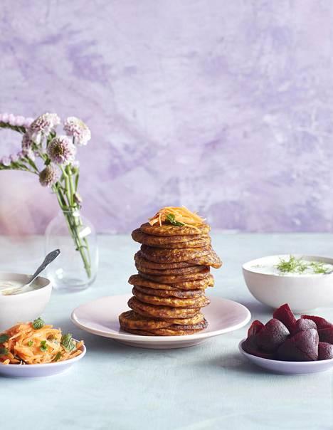 Porkkanaletut vaihtavat makumaailmaa täytteiden mukaan. Etikkapunajuuret ja piparjuuriranskankerma sopivat Suomi-pöytään, minttu, limetti ja mangochutney ovat raikas tuulahdus muilta mailta.