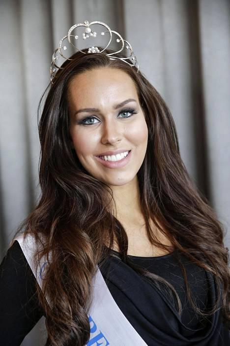 Carola Miller valittiin Miss Suomi -kilpailun 1. perintöprinsessaksi. Kuvassa Miller Kirkkonummen Långvikissä huhtikuussa 2015.