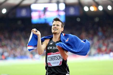Zane Robertson kisaa 10000 metrin loppukilpailussa, joka alkaa Suomen aikaa sunnuntaiaamuna kello 3.55.