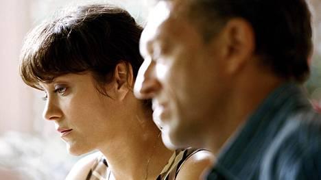 Vain maailmanloppu -draaman pääosissa nähdään ranskalaistähdet Marion Cotillard sekä Vincent Cassel.