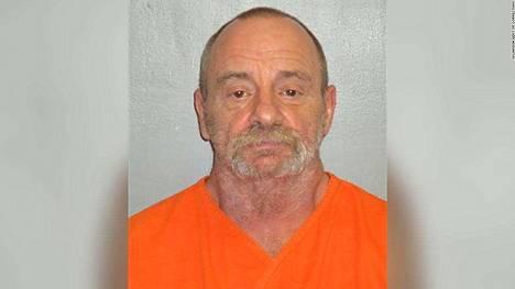 Earl Wilsonia syytetään nyt murhasta.
