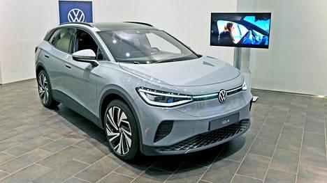 ID.4 on Volkswagenin toinen uuden ajan täyssähköauto, jota maahantuoja odottaa myyvänsä Suomessa ensi vuonna parisen tuhatta kappaletta. Näistä noin 200 on käynyt kaupaksi jo etukäteen.