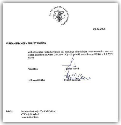 Yli-Viikarin virkanimike muutettiin esikuntapäälliköksi vuoden 2009 alussa. Pöystin mukaan esikuntapäällikkö on sama virka kuin johdon asiantuntija. Yli-Viikarin palkka johdon asiantuntijana oli alun perin 4150 euroa, ja esikuntapäällikkönä lopulta 8297 euroa.