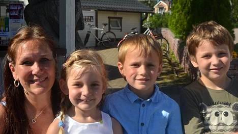 Jody Merelle ja lapset Minttu, Niko ja Luca.