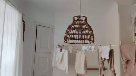 Pyykinkuivausongelman Janette ratkaisi virittämällä asunnon poikki kulkevan pyykkinarun.