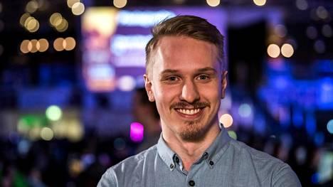 """Joonas Savolainen kuvattuna helmikuussa 2018. Savolainen tunnetaan pelinimellä """"jNszki""""."""