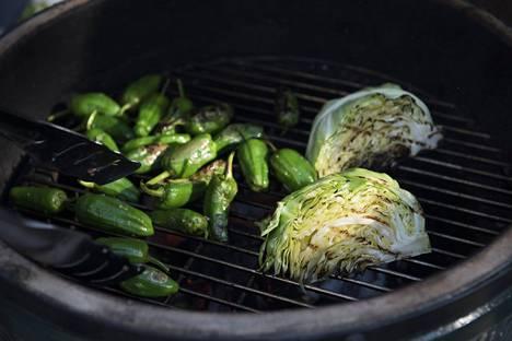 Grillatut kasvikset voi nauttia sellaisenaan tai valmistaa vaikkapa herkullisen vinegrettekastikkeen.