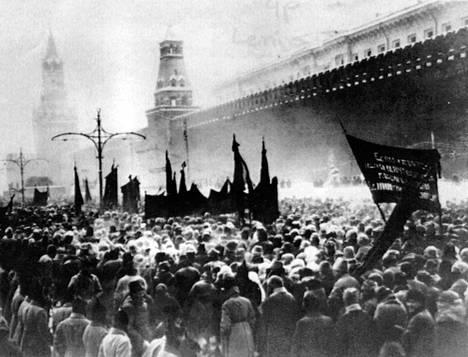 Tarinan mukaan Mannerheim uskalsi tulla Moskovaan salanimellä 1924, vaikka viimeistään Suomen vuoden 1918 sisällissota oli tehnyt hänestä vihollisen bolshevikkien silmissä.