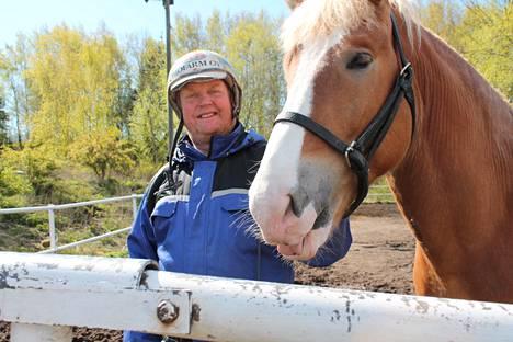 Pertti Puikkonen muistelee, että Käpylän raviradalla oli erinomainen tunnelma.