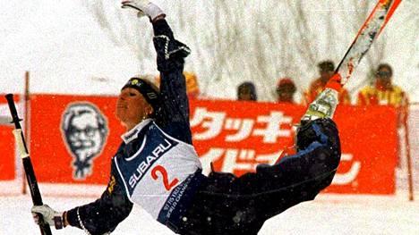 Ruotsin Annika Johansson suksibaletin MM-kisoissa Naganossa Japanissa vuonna 1997. Laji nähtiin olympialaisissa näytöslajina vuosina 1988 ja 1992.