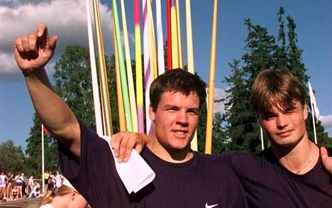 Alle 23-vuotiaiden EM-kulta- ja hopeamitalisti vuosimallia 1997, Pietari Skyttä (vas.) ja Matti Närhi.