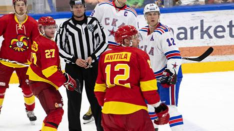 KHL haluaa, että peleihin akkretoituneet toimittajat ovat oikeasti työtehtävissä. Kuva Jokerien ja Pietarin SKA:n välisestä harjoitusottelusta.