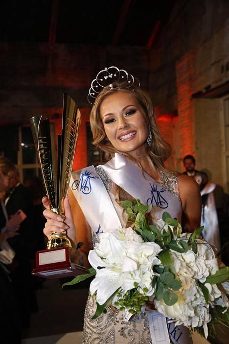 Riikka Uusitalo kruunattiin Miss Suomen toiseksi perintöprinsessaksi reilu kuukausi sitten.
