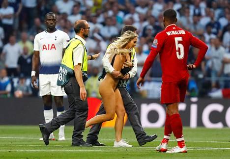 Viuhahtaja kävi kentällä Madridissa.