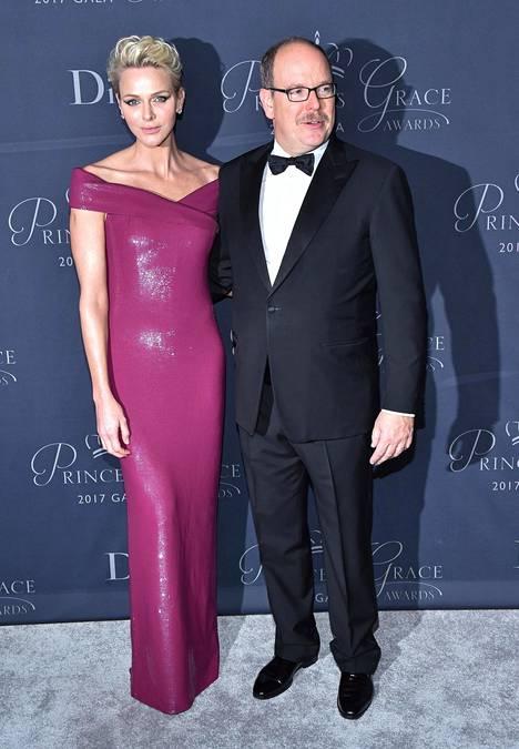 Ruhtinas Albert ja ruhtinatar Charlene kuvattuina Princess Grace Awards -gaalassa Beverly Hillsissä 25. lokakuuta.