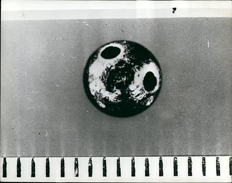 Metallipelletti, jonka sisältämä myrkky surmasi Georgi Markovin vuonna 1978.