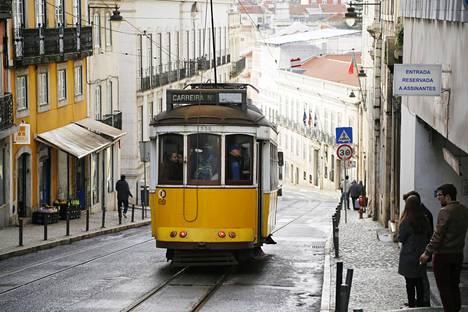 Lissabonin kapeilla kujilla tungeksivat nykyään yhä useammin turistit.
