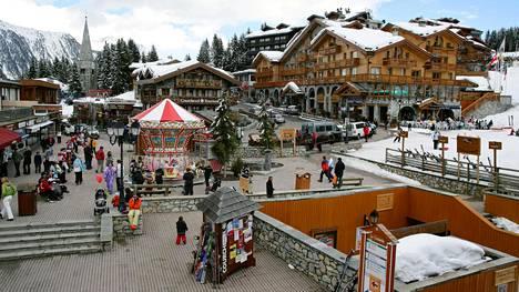 Kuvassa Ranskan Alpeilla sijaitseva kuuluisa Courchevelin hiihtokeskus. Venäjän Karjalan tasavallan johtajan Aleksandr Hudilaisen mukaan Courchevel on esikuva Sortavalan seudulle nousevalle turistikeskukselle.