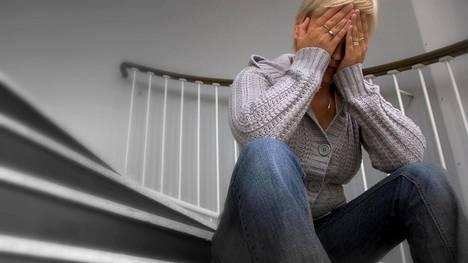 Työpaikkakiusattu Lotta kärsi masennuksesta. Kuvituskuva.
