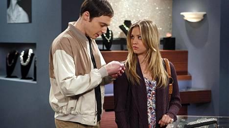 Jim Parsons eli Sheldon Cooper ja Kaley Cuoco eli Penny.