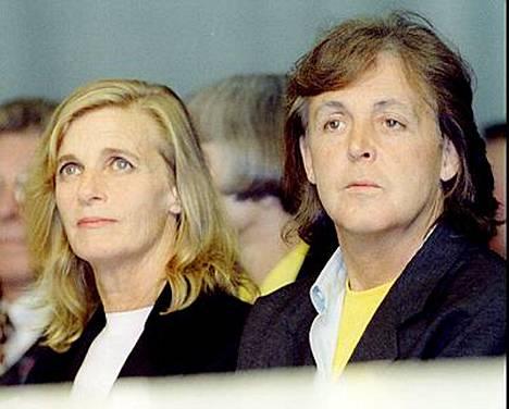 Paul McCartney eli vaimonsa Lindan kanssa 1960-luvun lopulta tämän kuolemaan asti vuonna 1998.