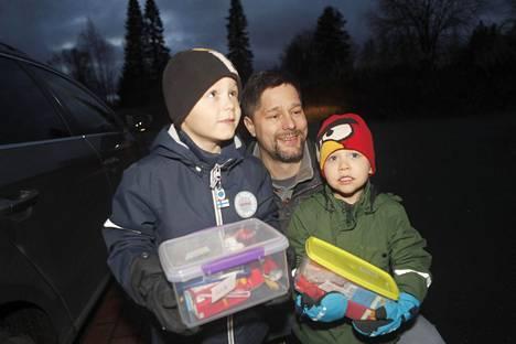 Tieto eväspäivistä kerrottiin ajoissa Lasse Häkkisen pojille, 6-vuotiaalle Leolle ja 3-vuotiaalle Otsolle.