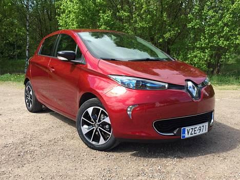 Renault Zoe on uudeksi täyssähköautoksi edullinen. Vastaavasti varusteltu bensamoottorinen Clio on kuitenkin yhä reilusti halvempi.