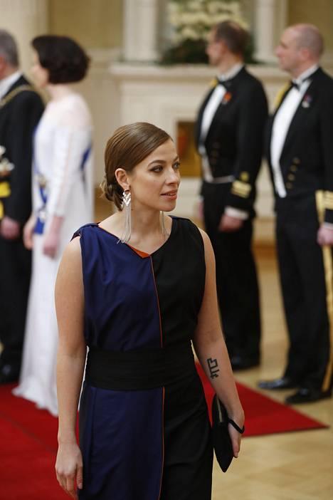 Vasemmistoliiton puheenjohtaja ja kansanedustaja Li Andersson yhdisti ennenkin Linnassa nähtyyn pukuunsa hopeiset korut.