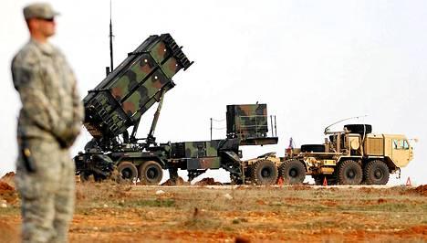 Yhdysvallat käyttää ohjustorjuntaan muun muassa Patriot-järjestelmää. Kuvassa Patriot laukaisualusta Turkissa.