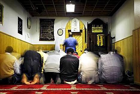Imaamit ovat islamilaisia uskonoppineita.