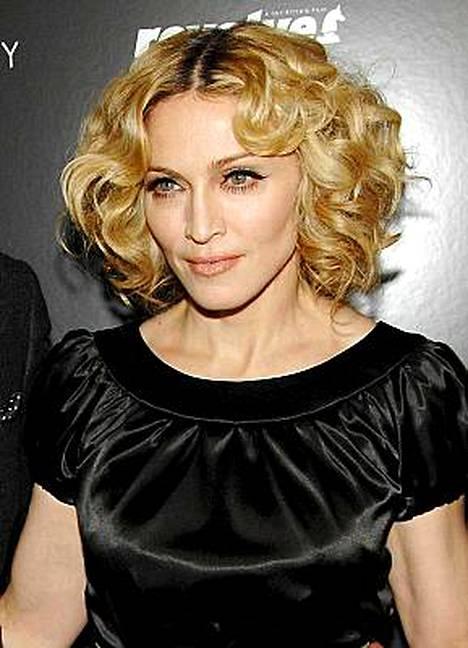 Madonna on suudellut kaunottaria.