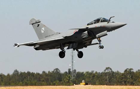 Dassault Rafale -hävittäjien ostamistakin on väläytelty.