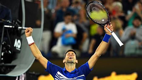 Novak Djokovic vakuuttavasti finaaliin Australian avoimissa