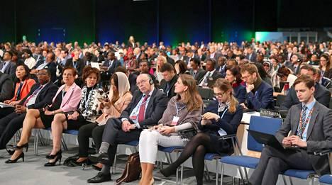 Delegaatteja kokoussalissa ilmastokokouksen avauspäivänä 2. joulukuuta 2018.